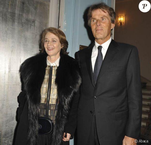 Charlotte Rampling et Dominique Desseigne, à l'occasion du cocktail dînatoire des Révélations des César organisé par la maison Chaumet dans l'enceinte de l'Hôtel Meurice, à Paris, le 18 janvier 2010.