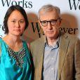 """""""Le cinéaste new-yorkais Woody Allen, 74 ans, a choqué plus d'un avec Soon-Yi Previn, 39 ans. Ils ont 35 ans de différence d'âge et Soon-Yi est la fille adoptive de son ex-épouse Mia Farrow."""""""