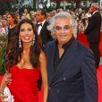"""""""Flavio Briatore, 61 ans, est heureux auprès d'Elisabetta Gregoraci, 29 ans et donc de trente-deux ans sa cadette. Elle attend de son Flavio qu'elle a épousé en 2008, un enfant cette année. """""""