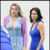 Courteney Cox, très sexy en mini-robe bleue... Vraiment très sexy !