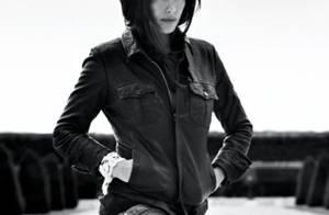 Liv Tyler continue de jouer les mannequins... Elle assure !