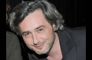 Quand l'écrivain Nicolas Rey sorti de ses dérives, balance à Paris... dans la peau de Sacha Guitry !