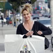 Melanie Griffith : Une maman sereine et épanouie qui couvre de cadeaux sa pétillante Stella !