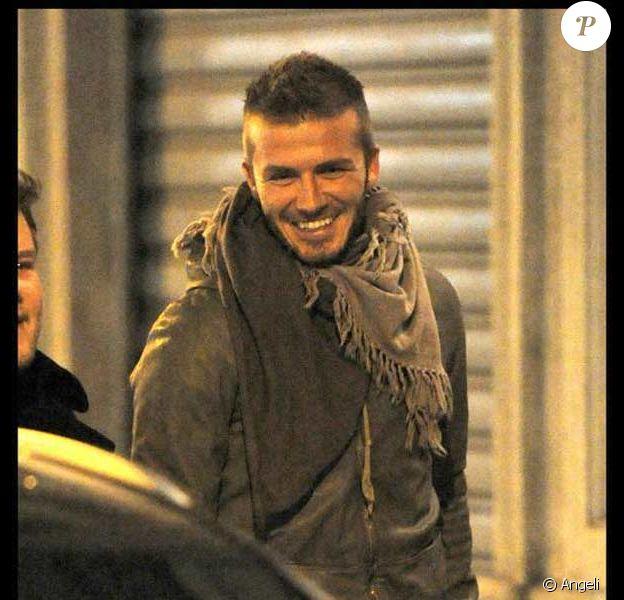 David Beckham et des amis à la sortie d'un restaurant à Milan
