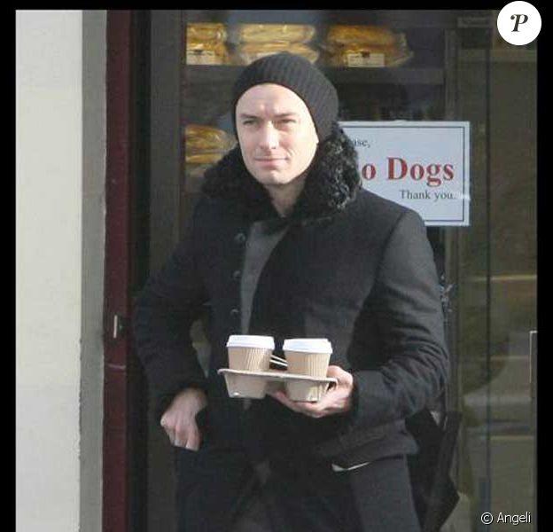 Jude Law et un ami à Londres