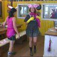 Les filles sont obligées de se mettre en rose pour faire plaisir à Adeline, dont c'est l'anniversaire