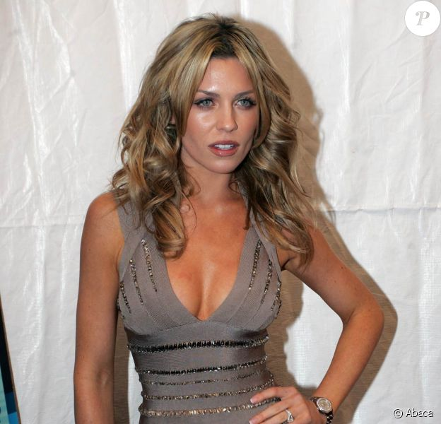 La superbe Abbey Clancy à l'occasion du lancement du nouveau Sports Illustrated Swimsuit Issue, dans l'enceinte du Gansevoort Hotel de New York, le 9 février 2010.