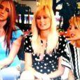 """""""Paris Hilton et Nicole Richie s'invitent dans la famille de Ke$ha, en 2005. A cette époque, la chanteuse était totalement inconnue !"""""""