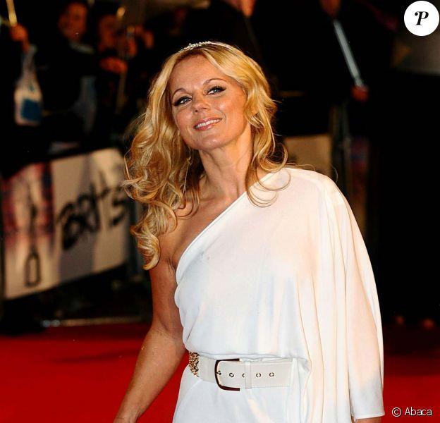 Geri Halliwell sur le tapis rouge des Brit Awards, à Londres, le 16 février 2010 !