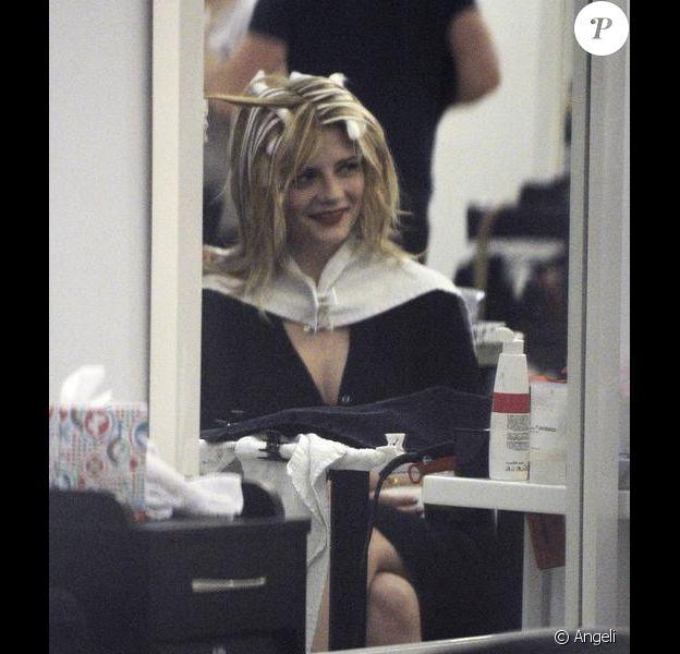 Mischa Barton a passé plus de 8 heures dans un salon de coiffure avant de ressortir blonde le 16 février 2010
