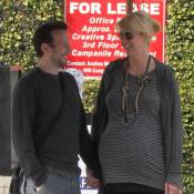 Jenna Elfman, très enceinte, est au bord... de l'implosion !