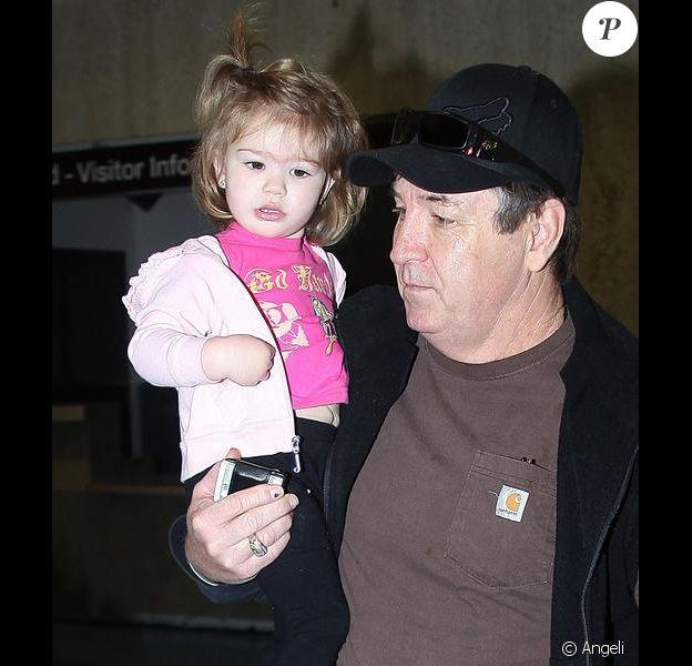 Le samedi 20 janvier, Jamie Lynn Spears se rend à l'aéroport Lax de Los Angeles avec son père, Jamie, et sa petite fille Maddie, âgée de 21 mois.