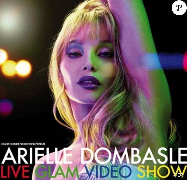 Arielle Dombasle dans le Video Glam Show, les 24 et 25 mars 2010 à La Cigale à Paris.