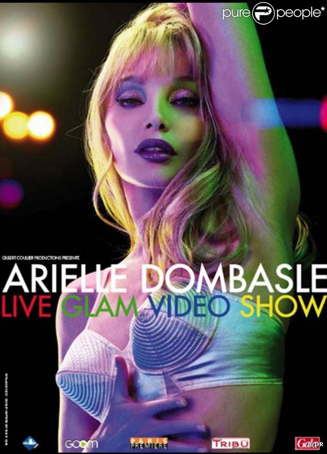Arielle Dombasle dans le  Video Glam Show , les 24 et 25 mars 2010 à La Cigale à Paris.