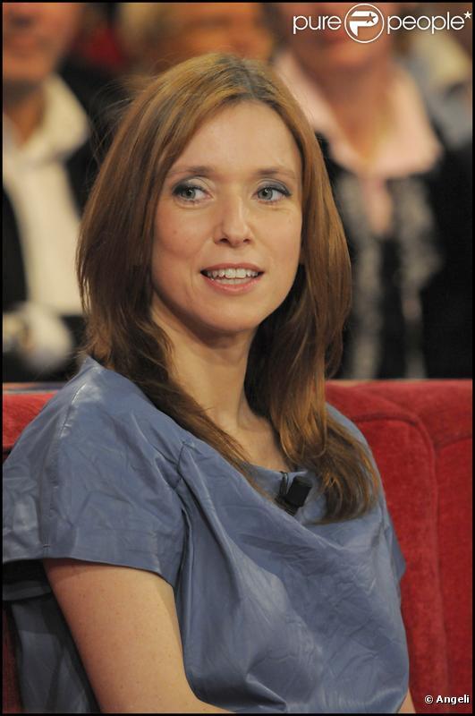 Léa Drucker, nièce de Michel, sur le tournage de Vivement Dimanche (24 février 2010)