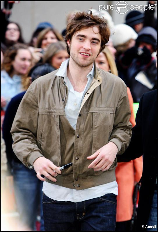 Robert Pattinson à New York au Rockefeller Center, le 1er mars 2010