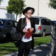 Kelly Osbourne à Los Angeles avec un ami. Le 3 mars 2010