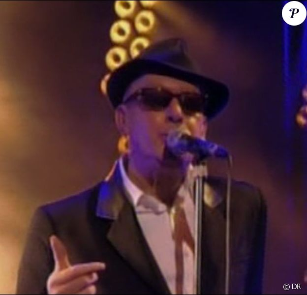Alain Bashung, récompensé pour son DVD live à l'Olympia, lors des 25e Victoires de la Musique.