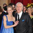 James Cameron et sa femme Suzy Amis, à l'occasion du tapis rouge de la 82e cérémonie des Oscars, au Kodak Theatre de Los Angeles, le 7 mars 2010.