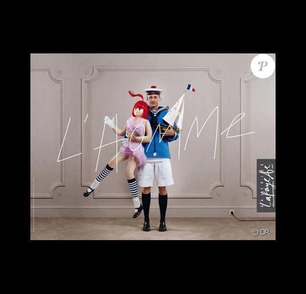 Antoine de Caunes devient la nouvelle égérie des Galeries Lafayette.