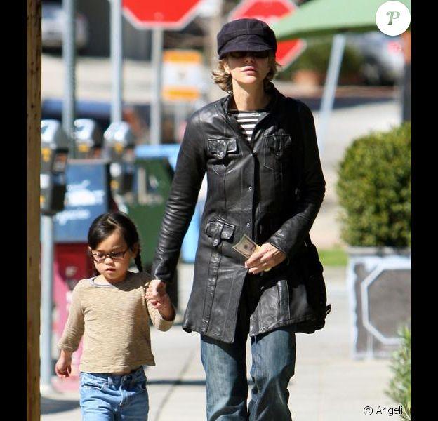 Meg Ryan et sa fille Daisy True dans les rues de Brentwood le 14 mars 2010