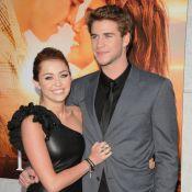 Miley Cyrus de toute beauté avec son amoureux Liam Hemsworth... aux côtés de Kelly Preston et John Travolta !