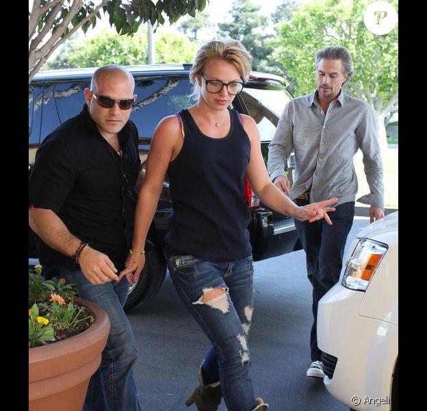 Britney Spears et son boyfriend Jason Trawick se rendent dans un hôtel de Santa Monica, vendredi 26 mars.