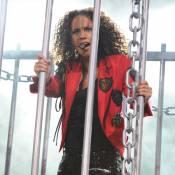 Alicia Keys : Très sexy, enfermée dans une cage !