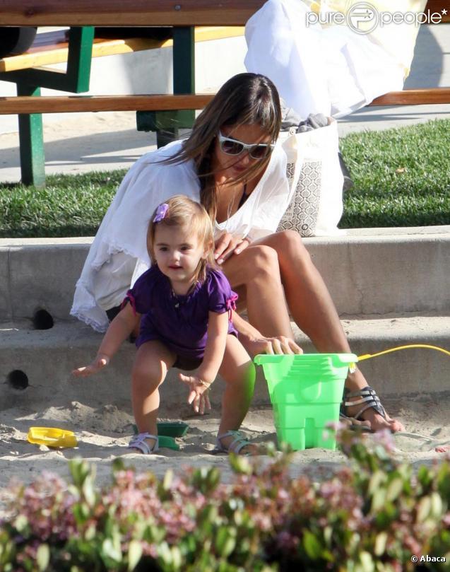 Alessandra Ambrosio, Jaime Mazur et leur fille Anja à Malibu le 29 mars 2010