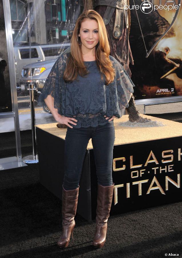 Alyssa Milano, à l'occasion de l'avant-première américaine du  Choc des Titans , qui s'est tenue au Graumann's Chinese Theatre d'Hollywood, à Los Angeles, le 31 mars 2010.