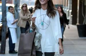 Alessandra Ambrosio : Le superbe top est de nouveau très mince... et ça la fait sourire !