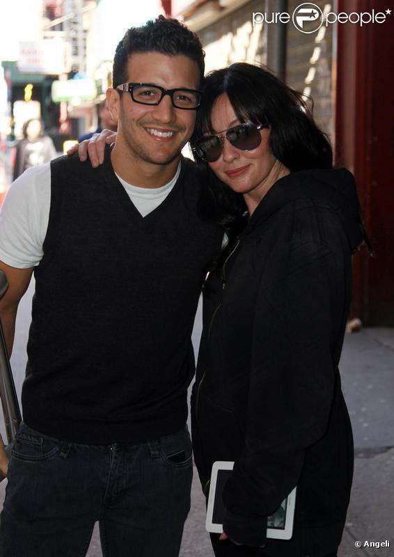 Shannen Doherty et son partenaire de Dancing With The Stars dans les rues de New York le 1er avril après leur élimination