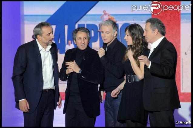 Antoine Duléry, Richard Anconina, Franck Dubosc, Mathilde Seigner et Michel Drucker lors de l'enregistrement de l'émission Vivement Dimanche diffusée le 4 avril 2010 sur France 2