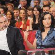 Antoine Duléry et Pascale Pouzadoux lors de l'enregistrement de l'émission Vivement Dimanche diffusée le 4 avril 2010 sur France 2