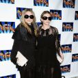 Mary-Kate et Ashley Olsen lors de la soirée de lancement de Lend Me A Tenor à Broadway au Music Bow Theatre à New York le 4 avril 2010
