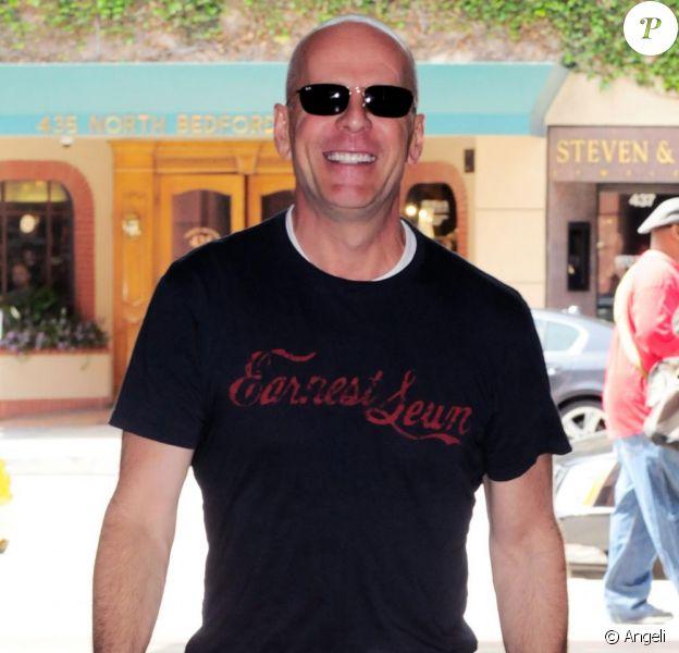 Bruce Willis sort d'un rendez-vous chez le dentiste à Beverly Hills le 15 avril 2010