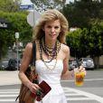 AnnaLynne McCord se rend à l'Aroma Cafe pour y retrouver son amoureux, Kellan Lutz, jeudi 15 avril.