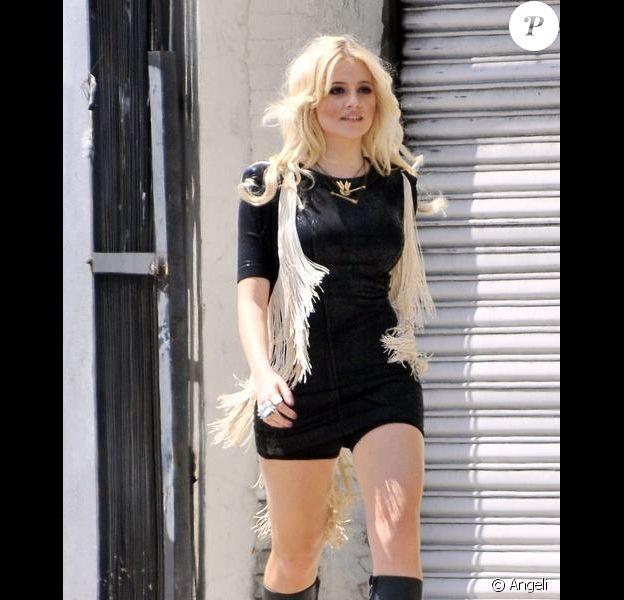 Pixie Lott tourne son nouveau clip, Turn it up, à Los Angeles, vendredi 16 avril.
