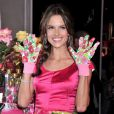 Alessandra Ambrosio pour la promo du parfum Heavenly flowers de Victoria's Secret à New York, le 24 avril 2010