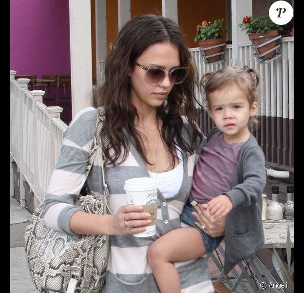 Jessica Alba et sa fille Honor à West Hollywood, le 10 mai 2010
