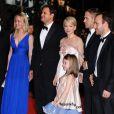 L'équipe de Blue Valentine avec notamment Michelle Williams, Ryan Gosling, Faith Waldyka et le réalisateur Derek Cianfrance lors de la montée des marches pour le film durant le 63e festival de Cannes le 18 mai 2010