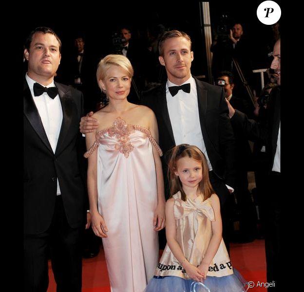 Michelle Williams, Ryan Gosling et Faith Waldyka  lors de la montée des marches pour le film durant le 63e  festival de Cannes le 18 mai 2010