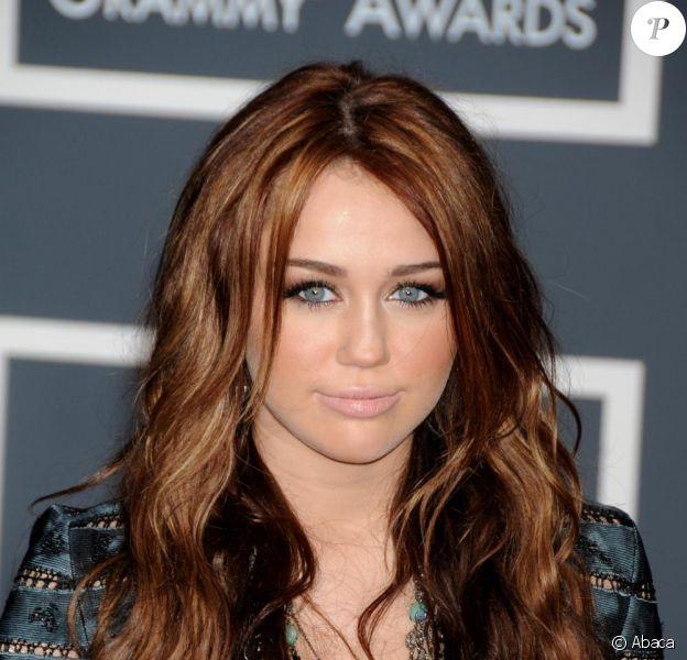 La ligne de bijoux fantaisie Miley Cyrus a été retirée de la vente, après qu'un métal toxic a été détecté parmi leurs composantes.