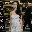 La bombe des blockbusters américains Megan Fox a su modifier son style dans le bon sens... Heureusement ! Les looks vieillots ça ne le fait pas vraiment !