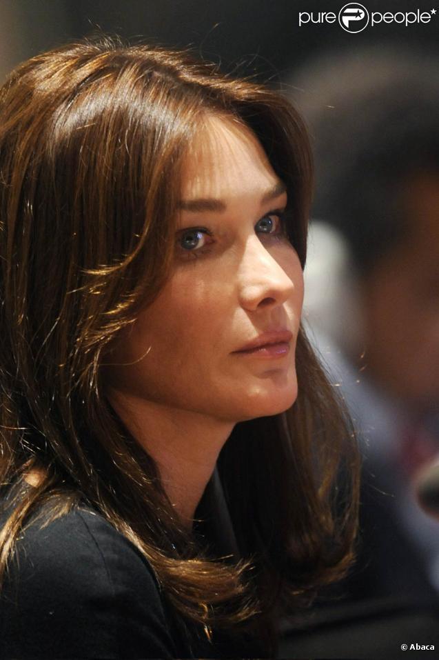 Carla Bruni a organisé une messe intime à la mémoire de son meilleur ami François Baudot, qui s'est suicidé en mai 2010
