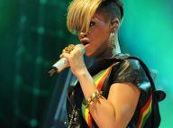 Rihanna met le feu en micro-short sous les yeux de la starlette Pixie Lott !
