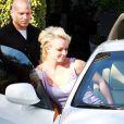 Britney Spears, aperçue mardi 25 mai, dans les rues de Los Angeles, en compagnie de son garde du corps.