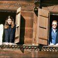 La famille royale de Monaco, Grace Kelly, Rainier III de Monaco et Stéphanie et Caroline de Monaco, le 19 février 1980 dans leur chalet de Gstaad