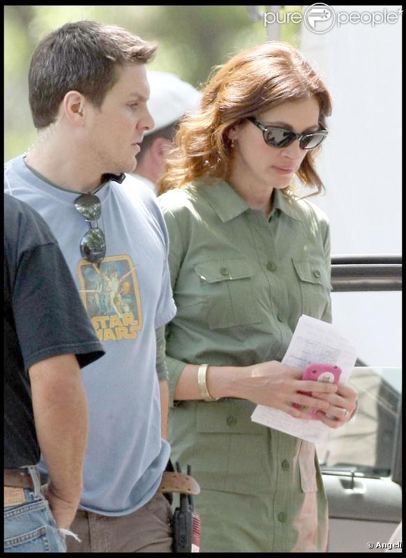 Julia Roberts et Tom Hanks tournent le film Larry Crowne, à Burbank, près de Los Angeles, le vendredi 21 mai.