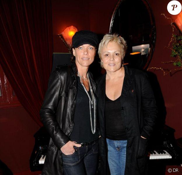 Muriel Robin et sa compagne Anne Le Nen lors de la soirée au China Club à Paris organisée par l'Hôtel de Luxe Huvafen Fushi Maldives pour la présentation du CD de l'Hôtel réalisé par le DJ Ravin le 1er juin 2010